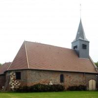 L'église dans son environnement vue du nord-est (2016)