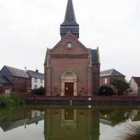 L'église dans son environnement vue du nord (2016)