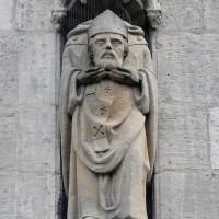 La statue de saint Lucien au-dessus du portail ouest (2016)