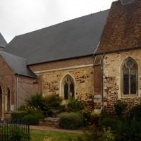 Les parties ouest de l'église vues du sud-est (2016)