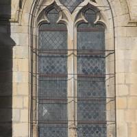 Fenêtre flamboyante à la base du clocher (2018)
