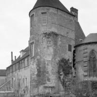 La tour gallo-romaine hébergeant la chapelle des anges vue depuis le nord-est