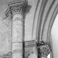 Chapiteaux associés à l'arc triomphal (à gauche) et à l'arcade du bras sud du transept