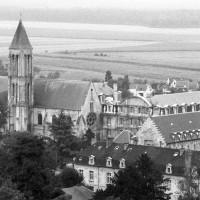 L'abbaye vue vers le sud-est depuis le clocher sud de Saint-Pierre