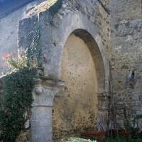 L'arcade sud de la première travée de la nef vue vers le sud-ouest (1996)