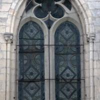 Fenêtre au nord de l'abside (le remplage est moderne et inventé) (2017)