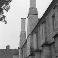 Les cheminées médiévales de l'aile ouest (1992)