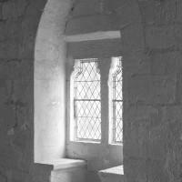 Fenêtre avec coussiège dans le mur nord de l'aile ouest (1992)