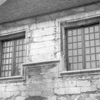 Les fenêtres au sud de l'aile reliant les deux tours (1992)