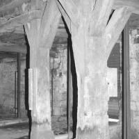 Vue partielle de l'intérieur de la grange dimière (1992)