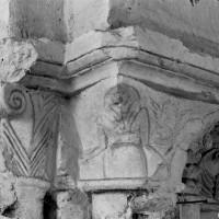 Chapiteau d'une grande arcade de la nef (1996)