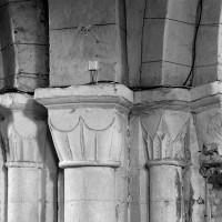 Chapiteaux du pilier nord-est de la base du clocher (1996)