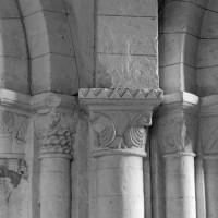 Chapiteaux du pilier nord-ouest de la base du clocher (1996)