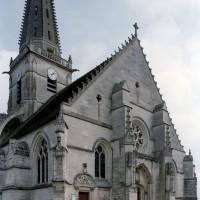 La façade de l'église vue du nord-ouest (2007)