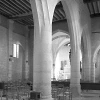Les arcades du bas-côté sud vues vers le nord-est (1996)
