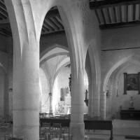 L'intérieur vu vers le nord-est depuis le bas-côté sud (1996)