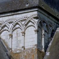 Le décor d'arcatures du clocher vu du nord-est (2005)