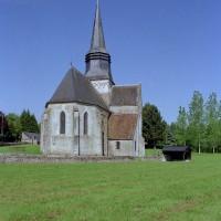L'église vue du nord-est dans son environnement (2005)