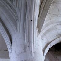 Retombée des arcades sur un pilier de la croisée du transept (2005)