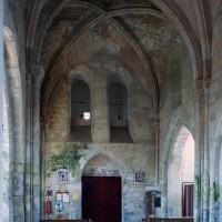 La première travée de la nef vue vers l'ouest (2006)
