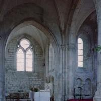 Vue partielle de l'ancienne travée droite du choeur et de l'abside vers le nord (2006)