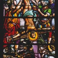 Détail du vitrail de la crucifixion de saint Pierre (2003)