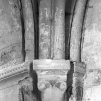 Retombée de la voûte à l'angle nord-est du choeur du 12ème siècle (1995)