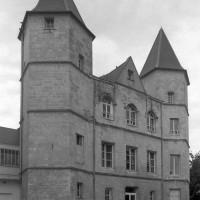 La façade du corps de logis du 15ème siècle vue du nord-est (1999)