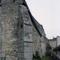 Le contrebutement du mur sud de l'église vu vers l'est (2007)
