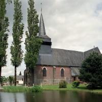 L'église dans son environnement vue du sud (2005)