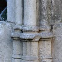 Bases d'une fenêtre du mur nord de la chapelle (2004)