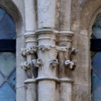 Chapiteaux d'une fenêtre du mur nord (2004)
