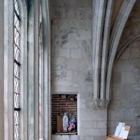 La première travée de la chapelle vue vers l'est (2004)