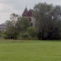 L'église dans son environnement vue de l'est (2006)