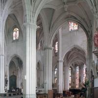 L'intérieur vu vers le nord-est depuis le bas-côté sud (2001)