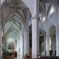 Le bas-côté sud et la nef vus vers l'ouest depuis le bras sud du transept (2001)