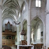 La nef vue vers vers le nord-ouest depuis le choeur (2001)