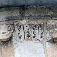 Détails de la corniche de l'abside (2007)