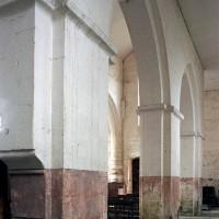 Les arcades du mur nord de la nef vues vers le sud-ouest (2007)
