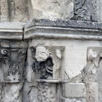 Les chapiteaux du piédroit de droite du portail (2008)