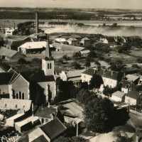 Vue aérienne de l'église et de son environnement en 1955
