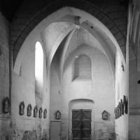 L'intérieur du clocher porche vu vers le sud-ouest