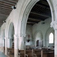 Les arcades de la nef vues vers le nord-ouest (2007)