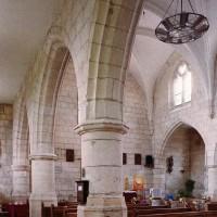 Le bas-côté sud et la nef vus vers le nord-ouest (2006)