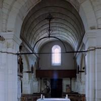 L'arcade ouest de la travée du clocher et la nef vues vers l'ouest (2006)