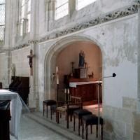 Entrée de la chapelle seigneuriale vue vers le sud-est (2007)
