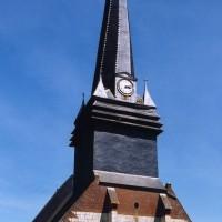 La façade de l'église vue du nord-ouest (2004)