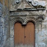 Portail d'accès à la chapelle seigneuriale vu de l'ouest (2002)