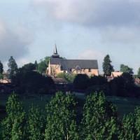 L'église dans son environnement vue du nord (2003)
