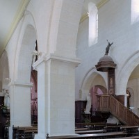 La nef vue vers le sud-est depuis le bas-côté nord (2006)